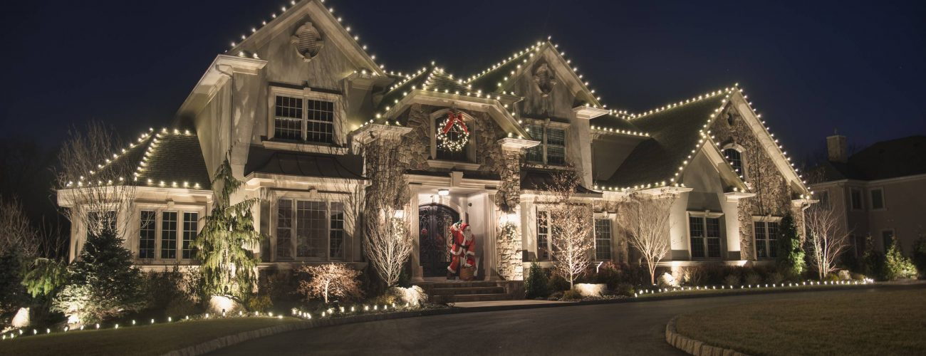 Christmas Decor by Manor Works Painting - full-service holiday light decorating servicing the DC area